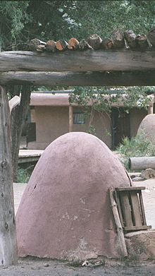 220px-A_Horno_(an_adobe_oven)_at_Taos_Pueblo_in_New_Mexico_in_2003
