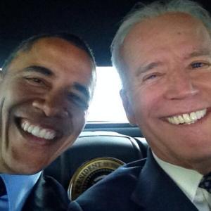 obama-biden selfie